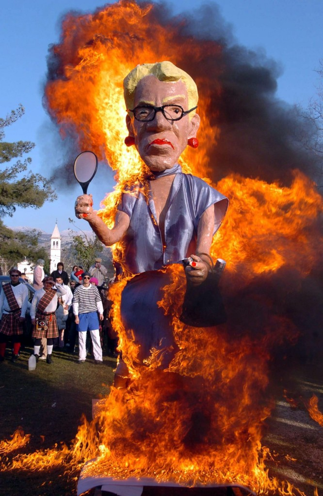 FIGURE OF DEL PONTE IS BURNED